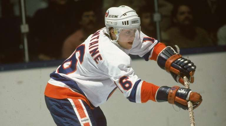 Pat LaFontaine of the New York Islanders during 76ce68af5
