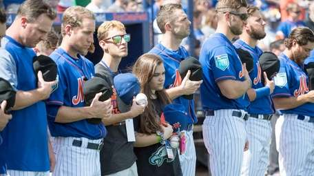 Parkland shooting survivors join Mets players during the