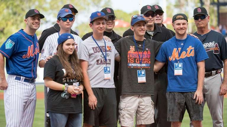 Parkland shooting survivors join Mets third baseman David