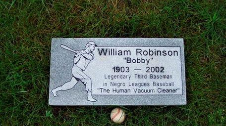 Gravestone of Negro League baseball player Bobby Robinson
