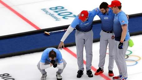 The U.S. team celebratse during the men's curling
