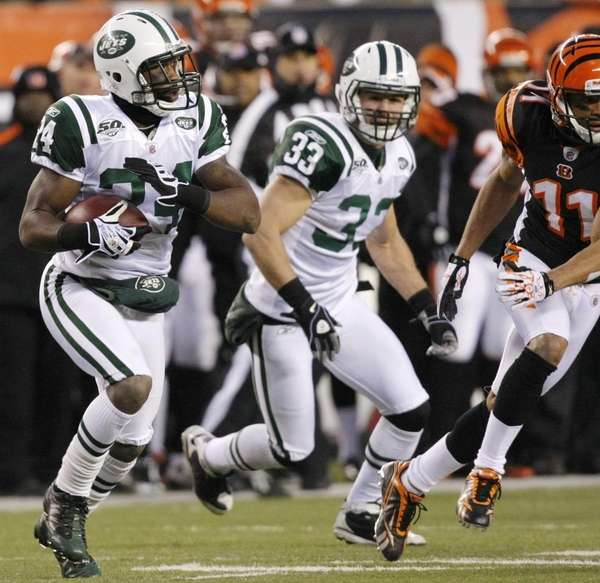 New York Jets cornerback Darrelle Revis (24) returns