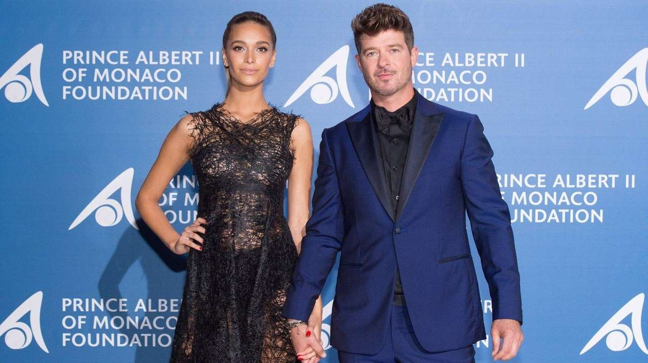 Robin thicke girlfriend april love geary welcome daughter nvjuhfo Image collections