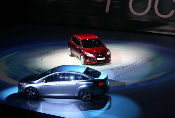 The Ford Focus 5-Door (red) and the Ford