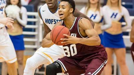 Molloy College Jaylen Morris (30) during the first
