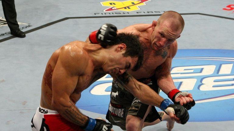 Gray Maynard defeated Roger Huerta by split decision