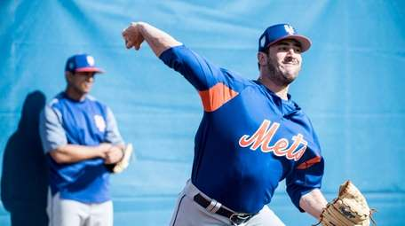 Mets pitcher Matt Harvey throws during a spring