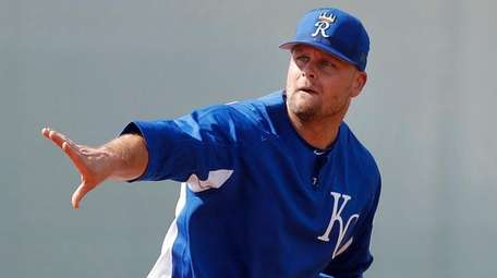 Royals first baseman Lucas Duda throws to first