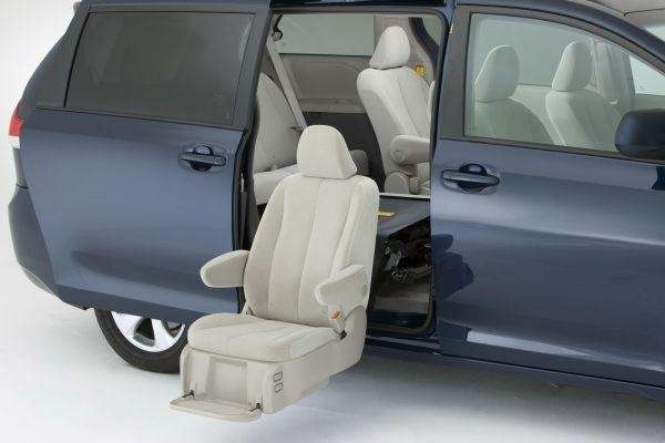 Toyota Adds Auto Access Seat To Sienna Minivan