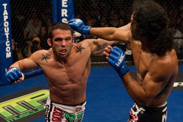 Jamie Varner, left, submitted to Ben Henderson by