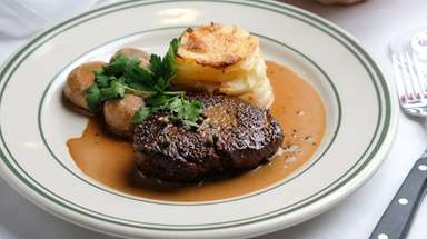 Filet mignon au poivre, paired with dauphinoise potatoes