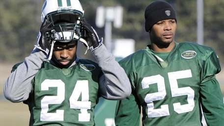 New York Jets cornerback Darrelle Revis, left, and