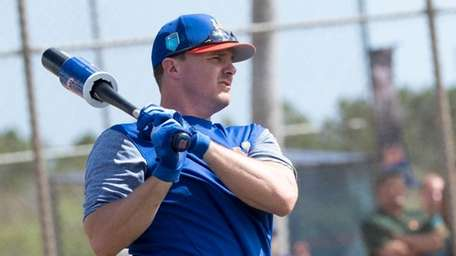 Mets outfielder Jay Bruce gets ready for batting