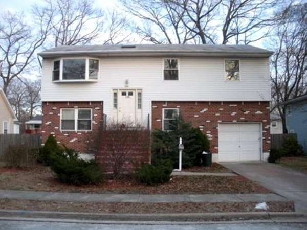 ROOSEVELT 110 Prospect St. $234,900 This high-ranch is