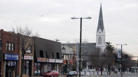 Streetscape of RT 107 in Hicksville.