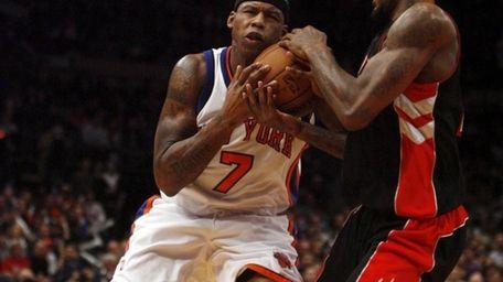 New York Knicks #7 Al Harrington fights for