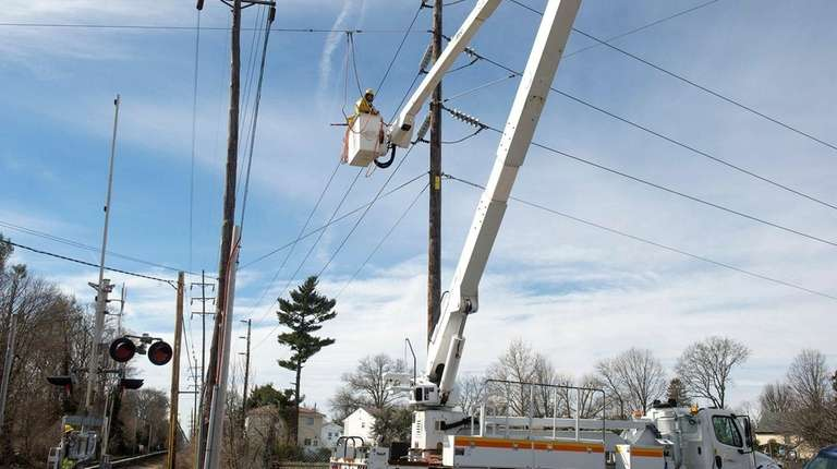 PSEG workers conduct repairs near the Malverne LIRR