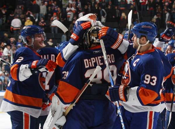 Rick DiPietro #39 and the New York Islanders