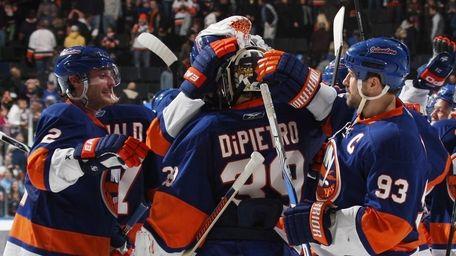 Rick DiPietro #39 and the New York Islanders