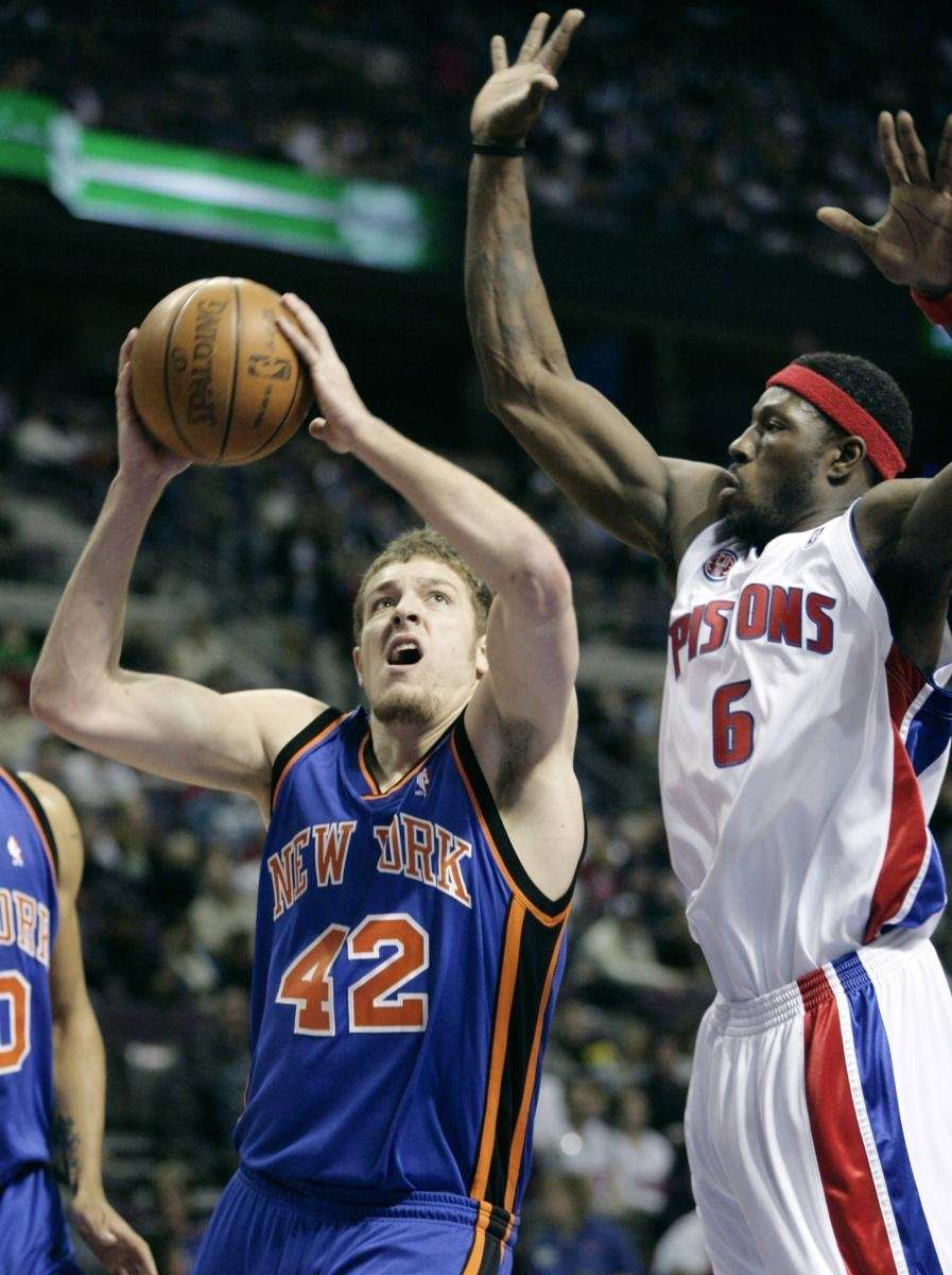 New York Knicks center David Lee (42) goes