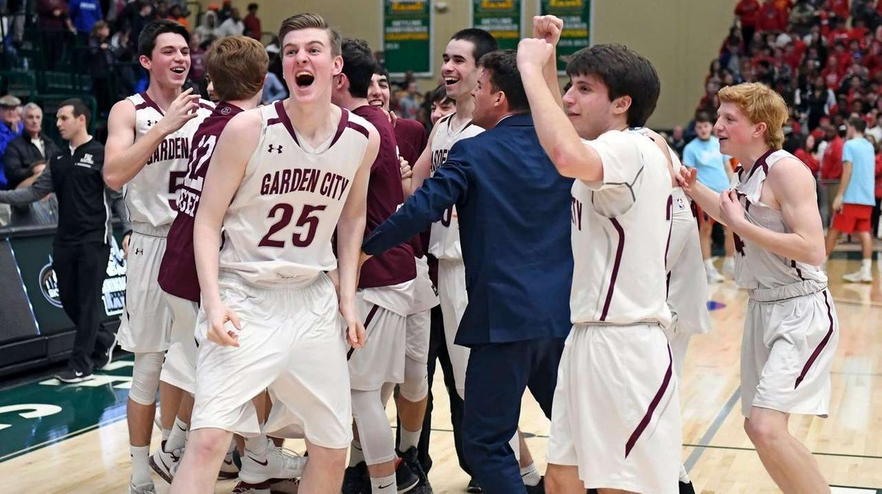 Garden city wins first boys basketball title in 60 years newsday for Garden city community college baseball