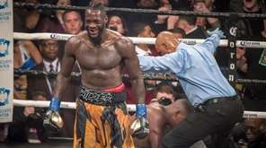 Deontay Wilder knocks out Luis Ortiz in the