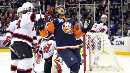 Matt Moulson of the Islanders celebrates his first-period