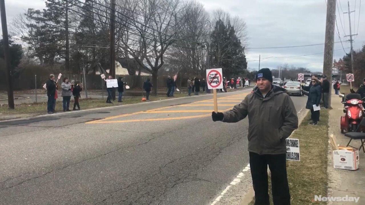 Kevin Shapiroof Bohemiajoineddozens of area residents in Sayville