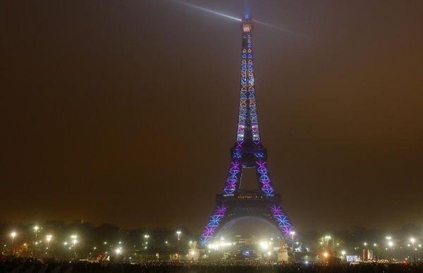 400 spotlights illuminate the Eiffel Tower during the