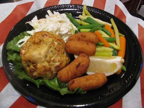 Crabcake at Phillips Seafood at MacArthur Airport in