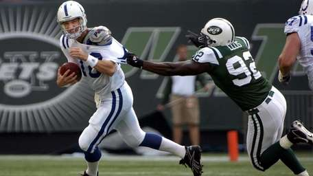 Shaun Ellis of the Jets gets a handful