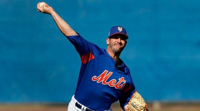 Mets pitcher Matt Harvey loosens up Friday in