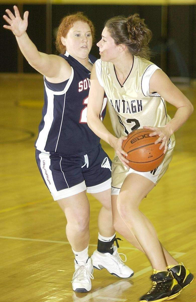 Wantagh's Kaleigh Craig (42, right), tries to get