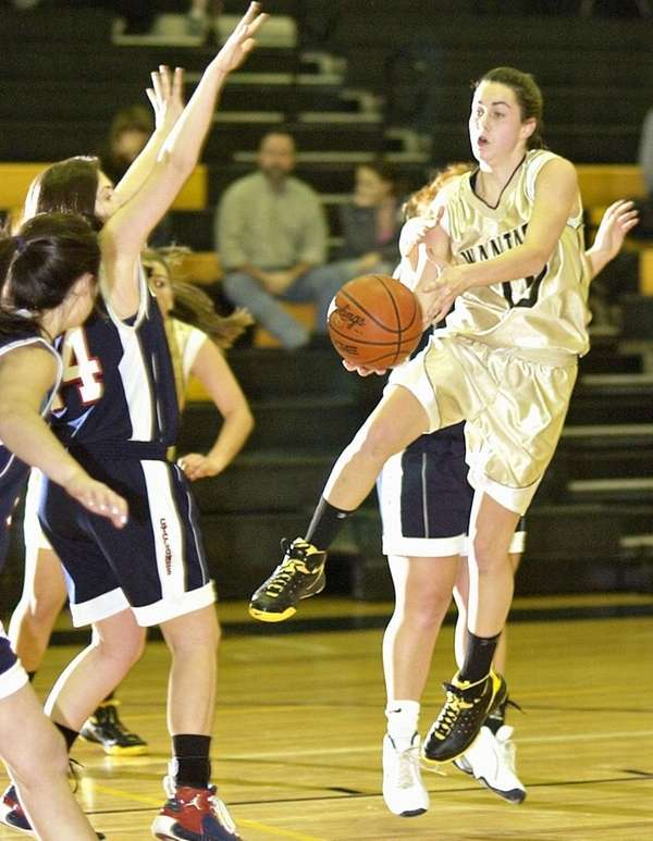 Wantagh's Jackie Sileo (10, right) fakes a short