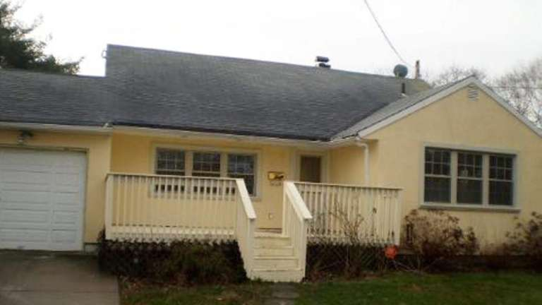 BRENTWOOD 14 Harrison St. $169,900 This bank-owned split-level