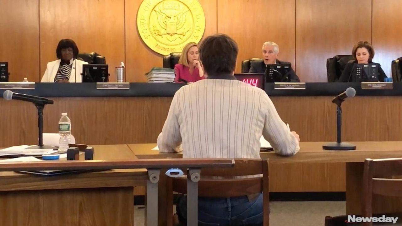 Supervisor Laura Gillen and Councilman Bruce Blakeman discuss