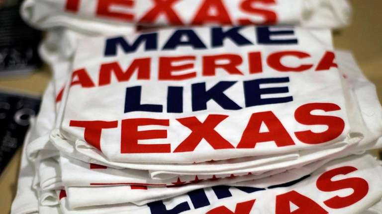 Texas Democrats show up in force; GOP's Cruz warns, 'They are mobilizing'