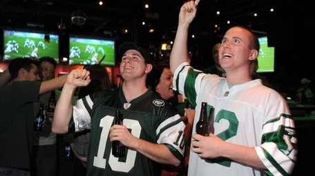 Jets fans Michael Greene, left, and Matthew Walsh