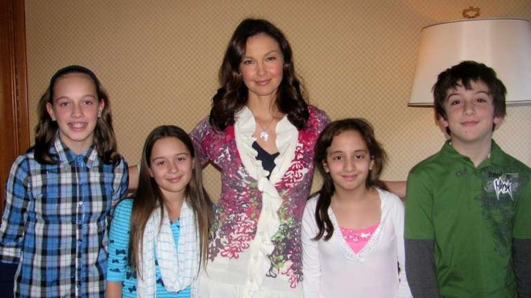 Actress Ashley Judd with Kidsday reporters Avery Infranco,