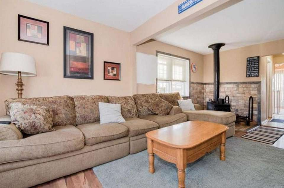 The living room in this Ronkonkoma ranch includes