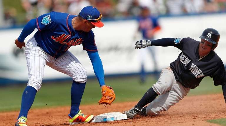 The Yankees' Ronald Torreyes, right, beats the tag