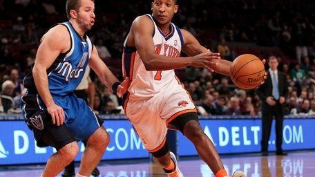Chris Duhon of the Knicks drives past Jose