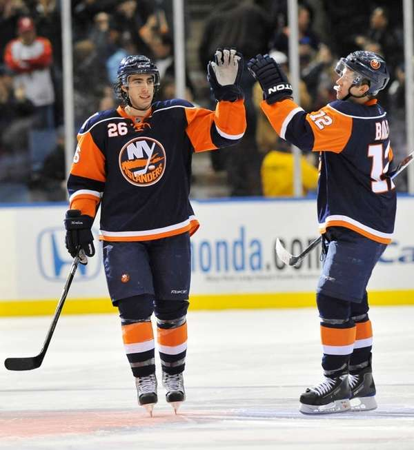New York Islanders' Matt Moulson (26) is congratulated