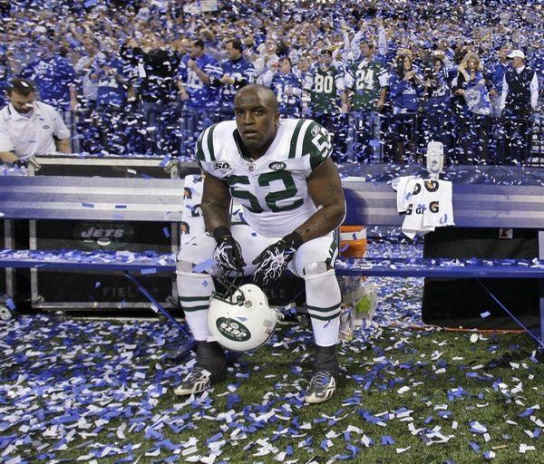 New York Jets linebacker David Harris (52) sits