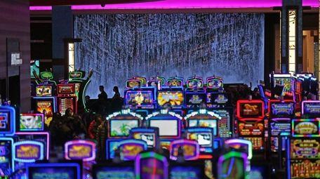 Slot machines flash and jangle at Resorts World