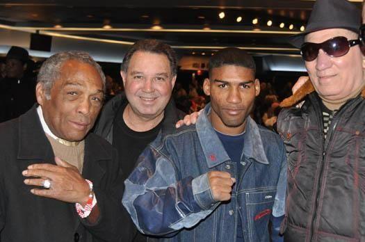 Yuriokis Gamboa, center, poses with great Cuban boxers