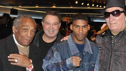 Yuriokis Gamboa, center, poses with great Cuban boxers