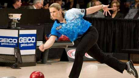Kelly Kulick, of Union, N.J., bowls during the