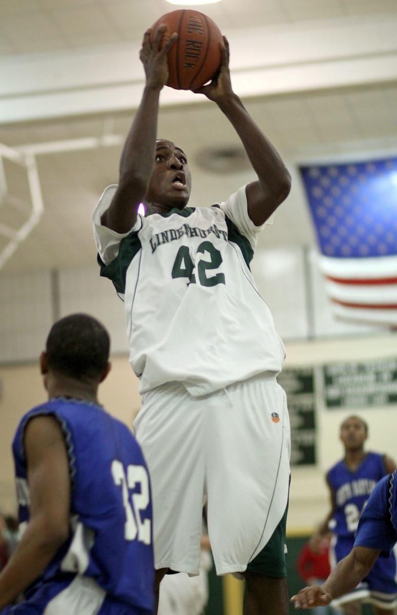 Lindenhurst's Jelaun Johns eyes basket in win over
