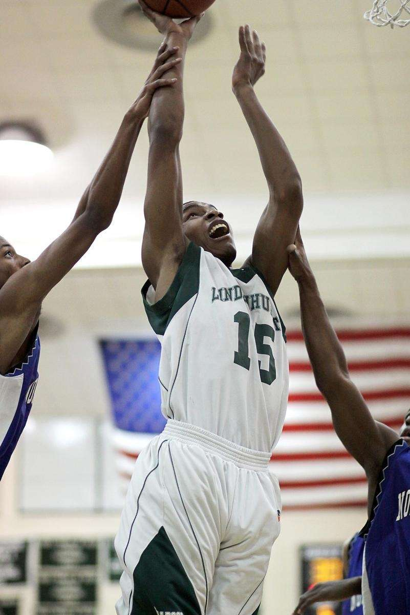 Lindenhurst's Lorrenzo Warren hits for two in win